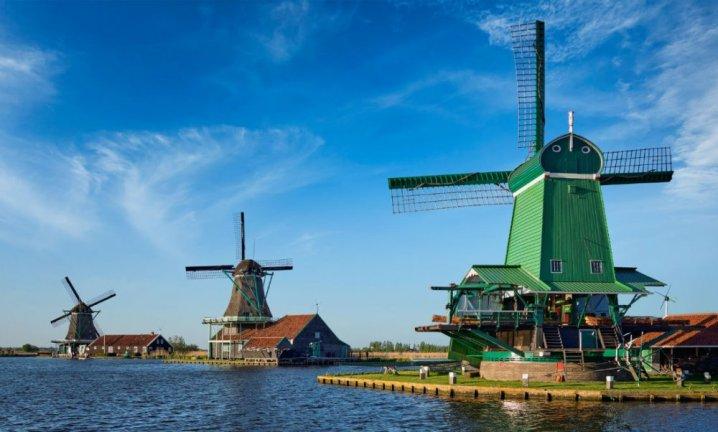 netherlands-zaanse-schans-windmills